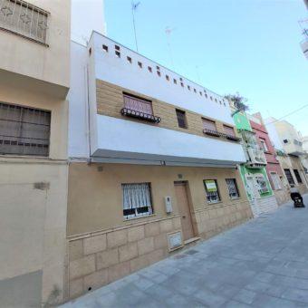 Casa en venta a 2 min. de Puerta Purchena