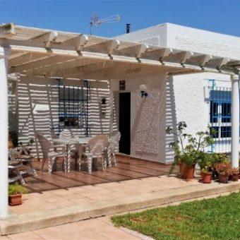 Se vende chalet independiente en Playa de La Romanilla (Roquetas de Mar)