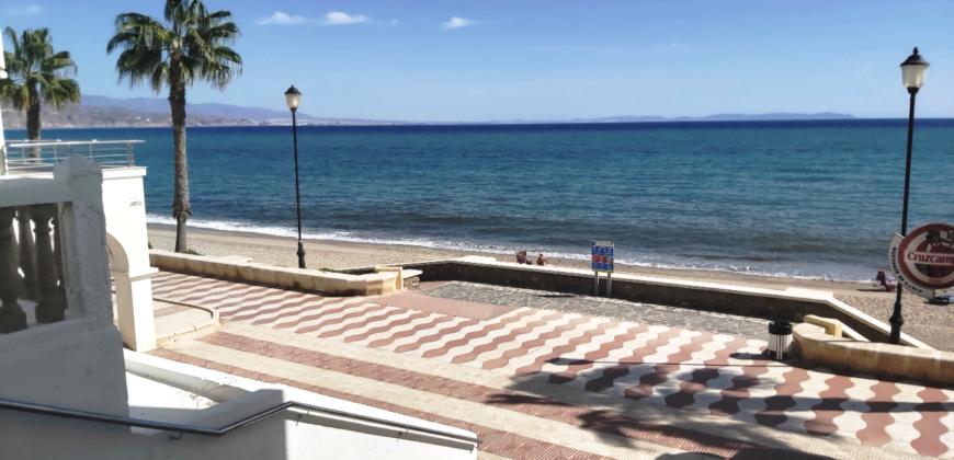 En Venta Piso en Puerto de Roquetas de Mar.